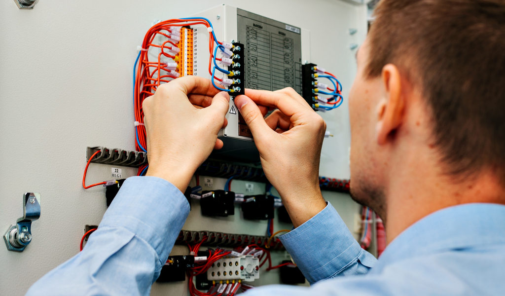 How businesses should pick the best commercial electricians?